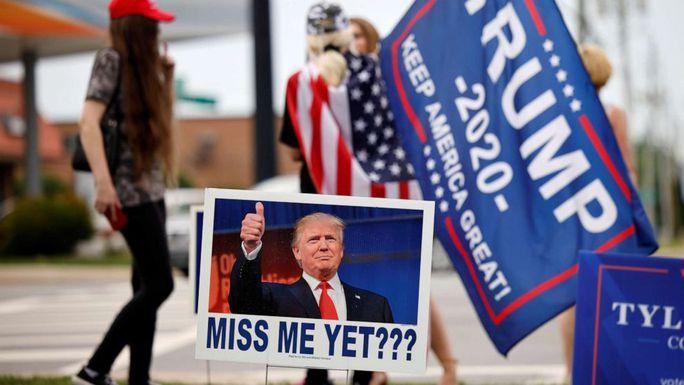 Ông Trump rời đại bản doanh Florida, tuyên bố Mỹ đang tụt lùi - Ảnh 2.