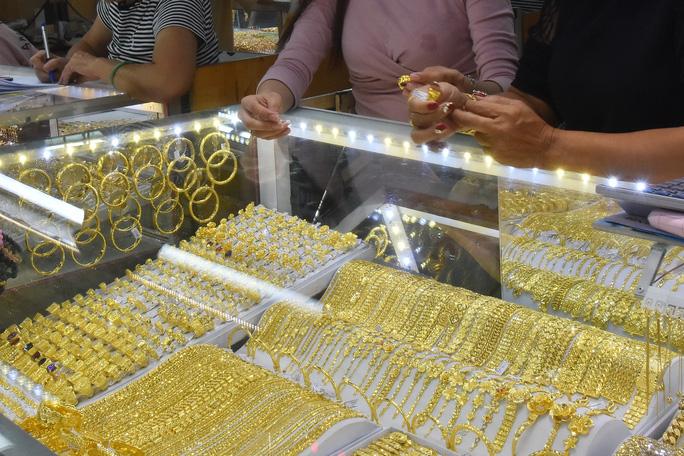 Giá vàng hôm nay 6-6: Tâm lý lạc quan sẽ kéo giá vàng đi lên - Ảnh 1.