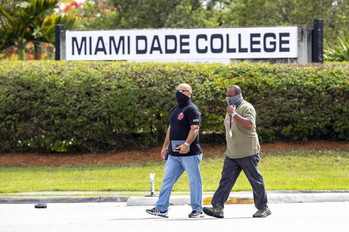 Mỹ: Xả súng tại tiệc tốt nghiệp, thương vong hàng loạt - Ảnh 3.