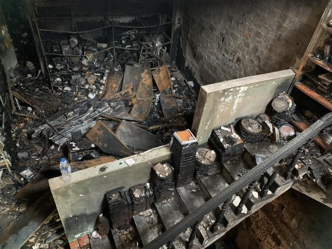 Rơi nước mắt cảnh tang lễ gia đình có 4 người tử vong trong vụ cháy ở Quảng Ngãi - Ảnh 2.
