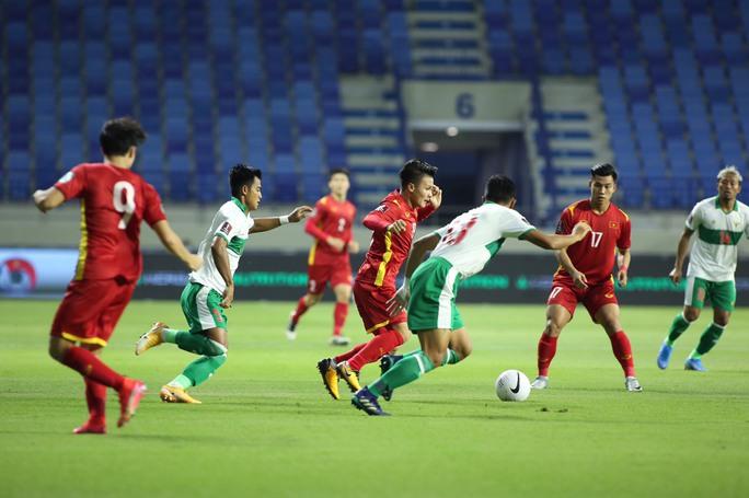 Tuyển Việt Nam đè bẹp Indonesia 4-0, vững ngôi đầu bảng G - Ảnh 13.