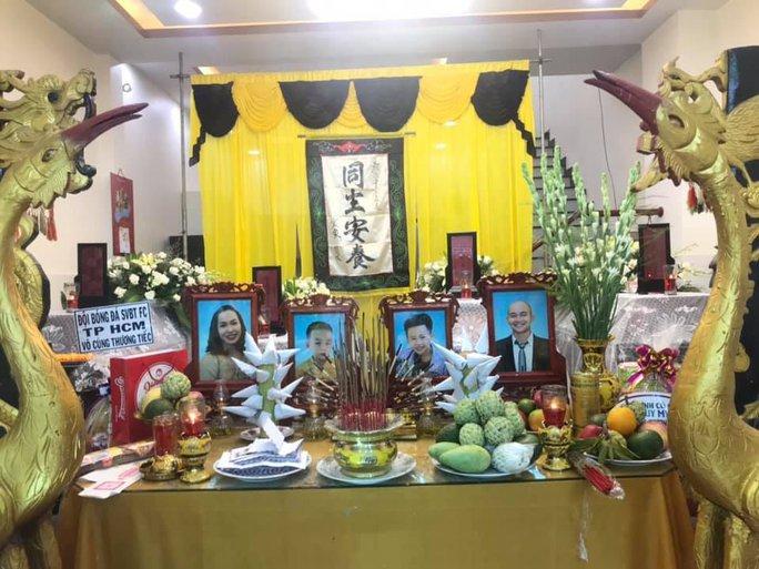 Rơi nước mắt cảnh tang lễ gia đình có 4 người tử vong trong vụ cháy ở Quảng Ngãi - Ảnh 1.