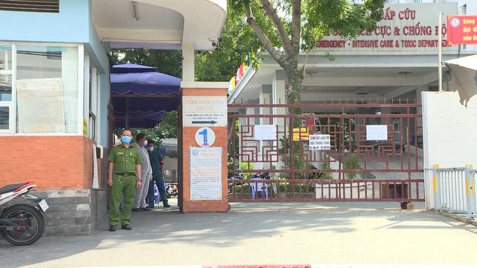 TP HCM: UBND quận Tân Phú tạm ngưng giao dịch trực tiếp, liên quan ca nghi mắc Covid-19 - Ảnh 1.