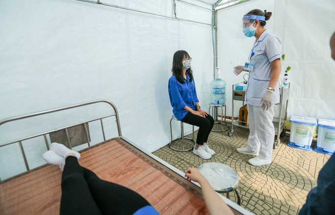 CLIP: Thí sinh thi lớp 10 bị sốt, đau ngực sẽ phải đến phòng cách ly tạm thời - Ảnh 8.