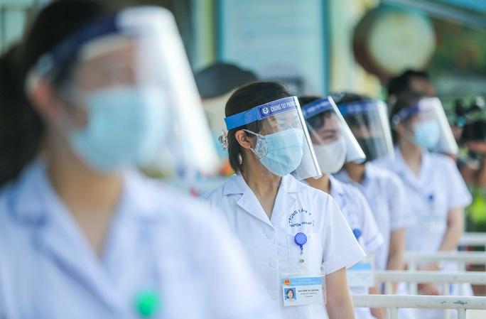 CLIP: Thí sinh thi lớp 10 bị sốt, đau ngực sẽ phải đến phòng cách ly tạm thời - Ảnh 4.
