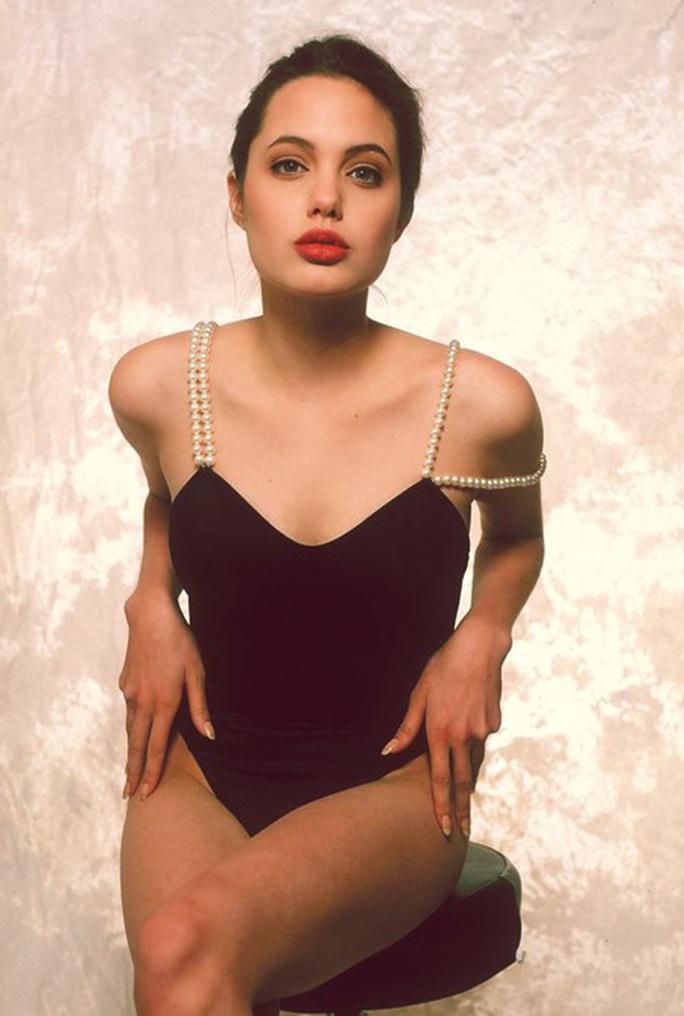 Nhan sắc không tì vết của Angelina Jolie thời trẻ - Ảnh 5.