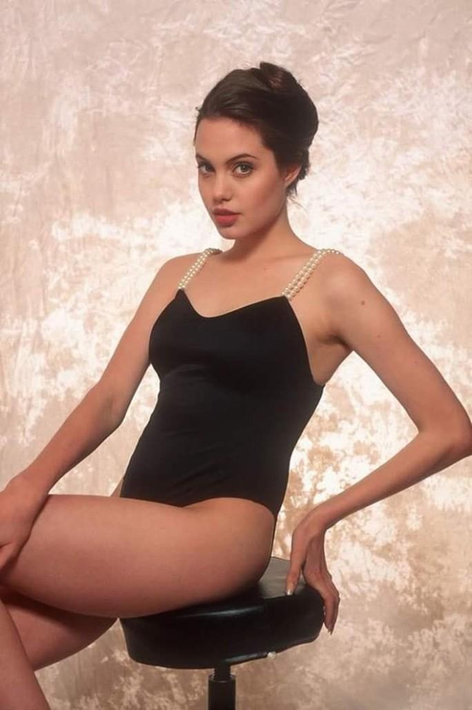 Nhan sắc không tì vết của Angelina Jolie thời trẻ - Ảnh 4.