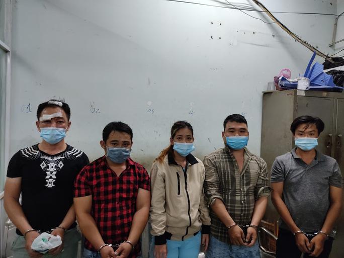 Kẻ cướp táo tợn chích điện cô gái để cướp xe ở quận Bình Tân - Ảnh 2.