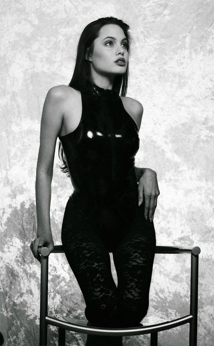 Nhan sắc không tì vết của Angelina Jolie thời trẻ - Ảnh 9.