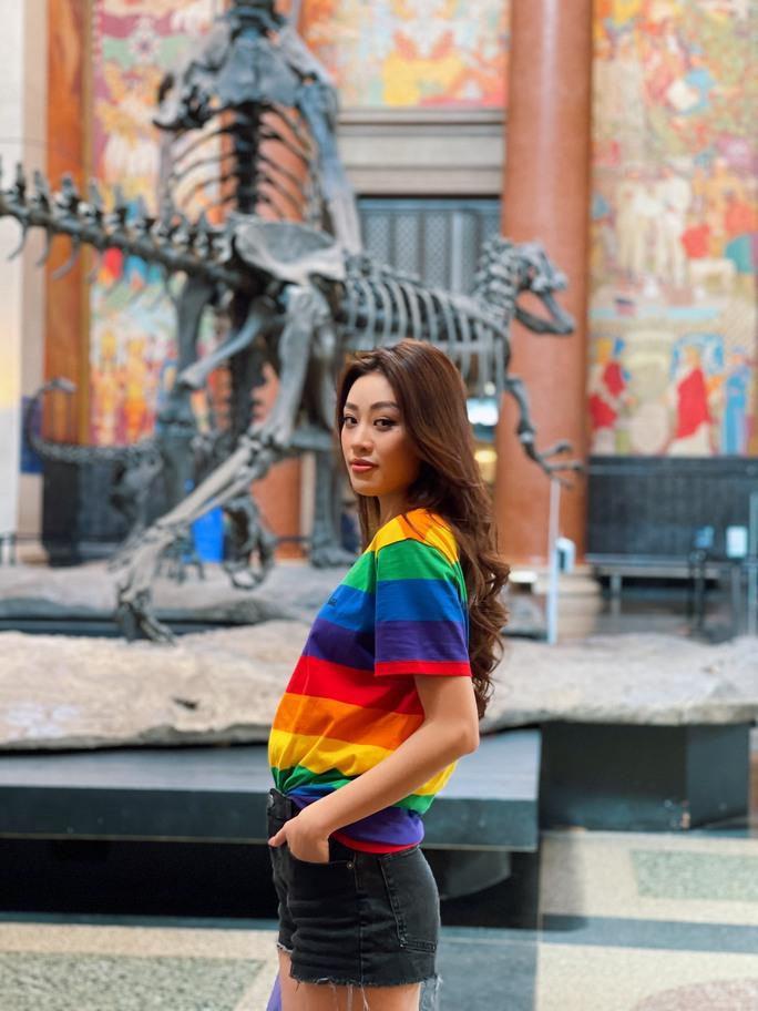 Hoa hậu Khánh Vân hội ngộ hoa hậu Canada, khoe sắp được về nước - Ảnh 8.