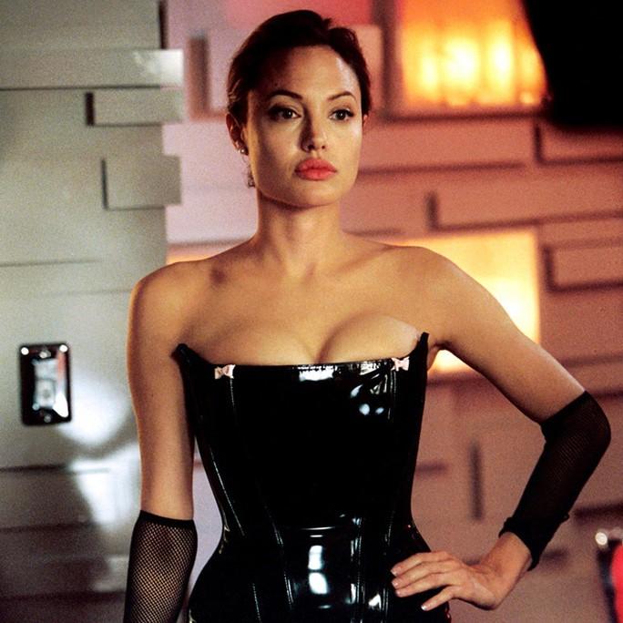 Nhan sắc không tì vết của Angelina Jolie thời trẻ - Ảnh 11.
