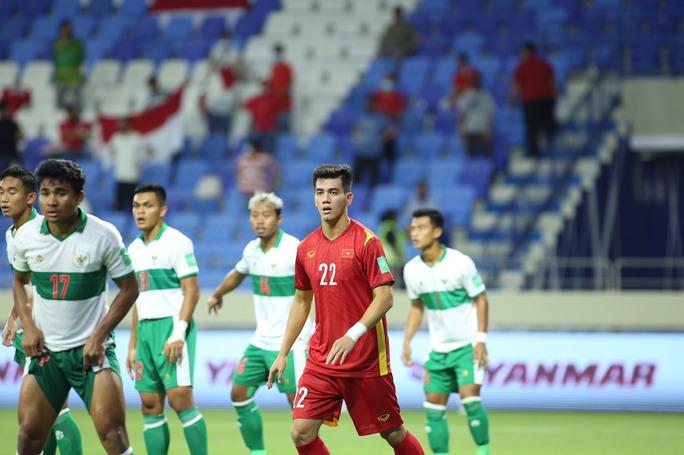 Tuyển Việt Nam đè bẹp Indonesia 4-0, vững ngôi đầu bảng G - Ảnh 4.
