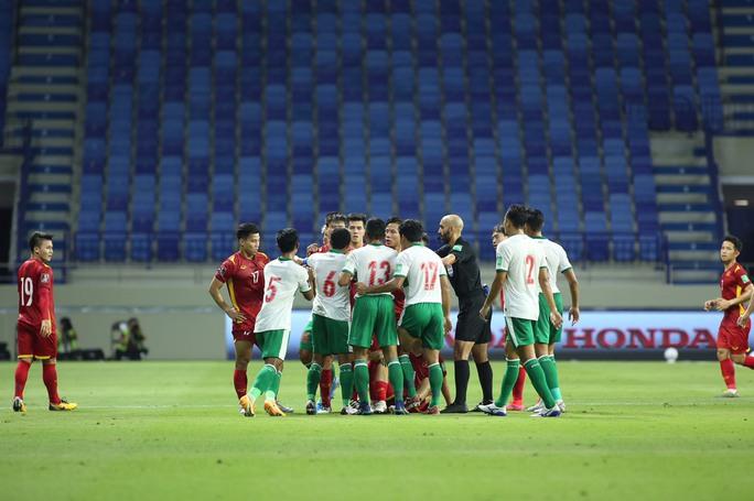 Tuyển Việt Nam đè bẹp Indonesia 4-0, vững ngôi đầu bảng G - Ảnh 9.
