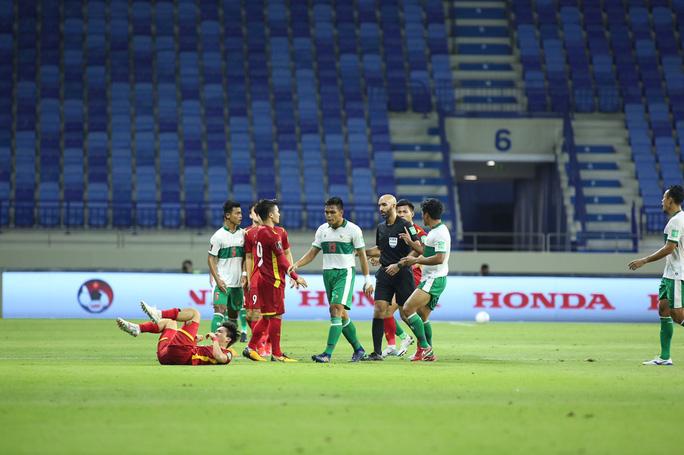 Tuyển Việt Nam đè bẹp Indonesia 4-0, vững ngôi đầu bảng G - Ảnh 8.