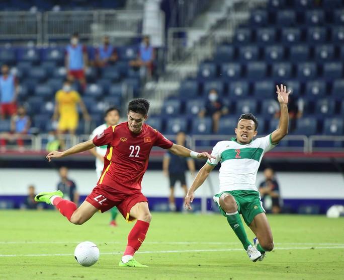 Tuyển Việt Nam đè bẹp Indonesia 4-0, vững ngôi đầu bảng G - Ảnh 2.