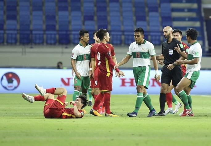 Tuấn Anh, Văn Toàn trấn an về chấn thương sau hàng loạt pha phạm lỗi của cầu thủ Indonesia - Ảnh 3.