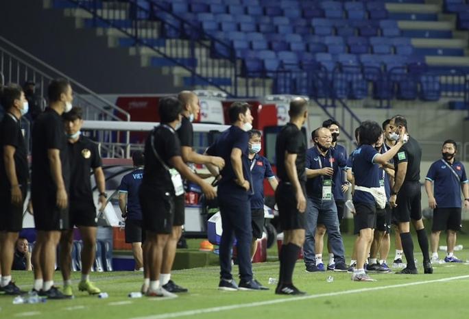 Tuấn Anh, Văn Toàn trấn an về chấn thương sau hàng loạt pha phạm lỗi của cầu thủ Indonesia - Ảnh 4.