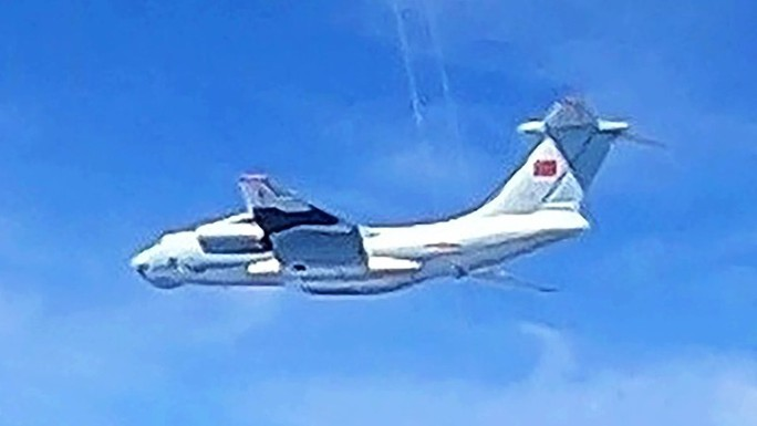 Malaysia tố tàu Trung Quốc xâm phạm sau vụ 16 máy bay - Ảnh 2.