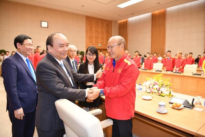 Chủ tịch nước và Chủ tịch Quốc hội chúc mừng chiến thắng của Đội tuyển Việt Nam - Ảnh 1.
