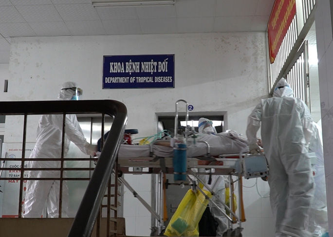 Chiến sĩ công an mắc Covid-19 chuyển sang Bệnh viện Chợ Rẫy điều trị, đặt ECMO - Ảnh 6.