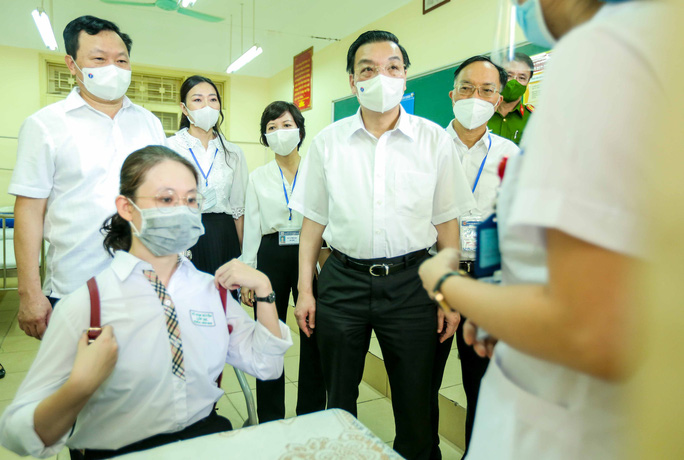 CLIP: Chủ tịch UBND TP Hà Nội kiểm tra trước kỳ thi tốt nghiệp THPT năm 2021 - Ảnh 9.