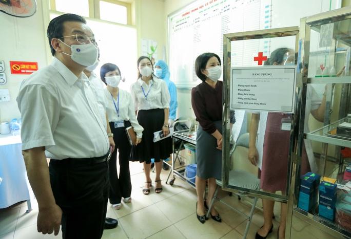CLIP: Chủ tịch UBND TP Hà Nội kiểm tra trước kỳ thi tốt nghiệp THPT năm 2021 - Ảnh 8.