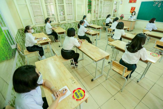 CLIP: Chủ tịch UBND TP Hà Nội kiểm tra trước kỳ thi tốt nghiệp THPT năm 2021 - Ảnh 10.