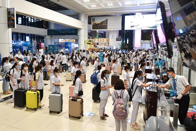 Hơn 300 cán bộ, sinh viên Hải Dương đến chi viện TP HCM chống dịch - Ảnh 5.