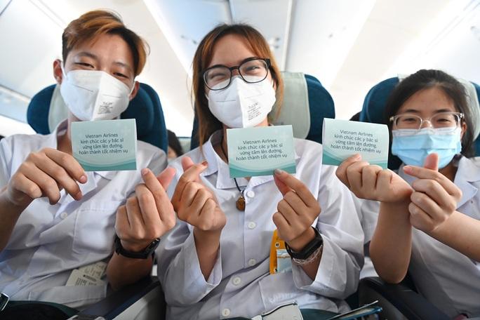 Hơn 300 cán bộ, sinh viên Hải Dương đến chi viện TP HCM chống dịch - Ảnh 13.