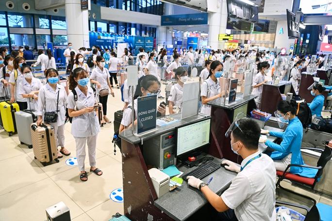 Hơn 300 cán bộ, sinh viên Hải Dương đến chi viện TP HCM chống dịch - Ảnh 6.
