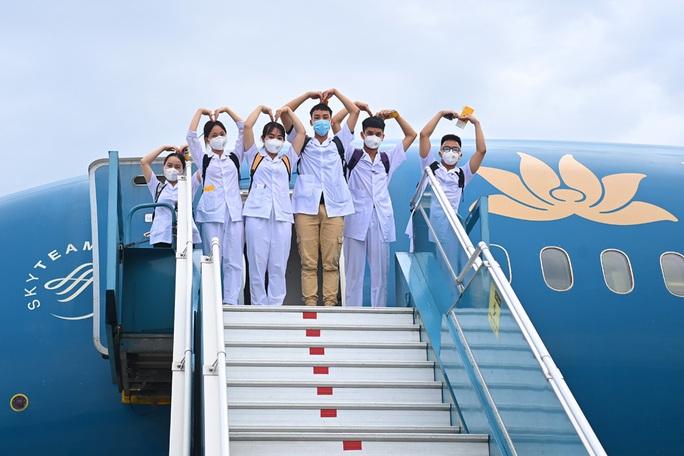 Hơn 300 cán bộ, sinh viên Hải Dương đến chi viện TP HCM chống dịch - Ảnh 8.