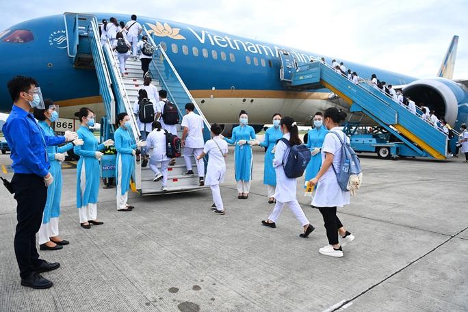 Hơn 300 cán bộ, sinh viên Hải Dương đến chi viện TP HCM chống dịch - Ảnh 9.