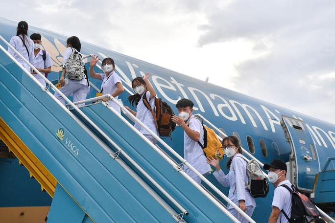 Hơn 300 cán bộ, sinh viên Hải Dương đến chi viện TP HCM chống dịch - Ảnh 10.