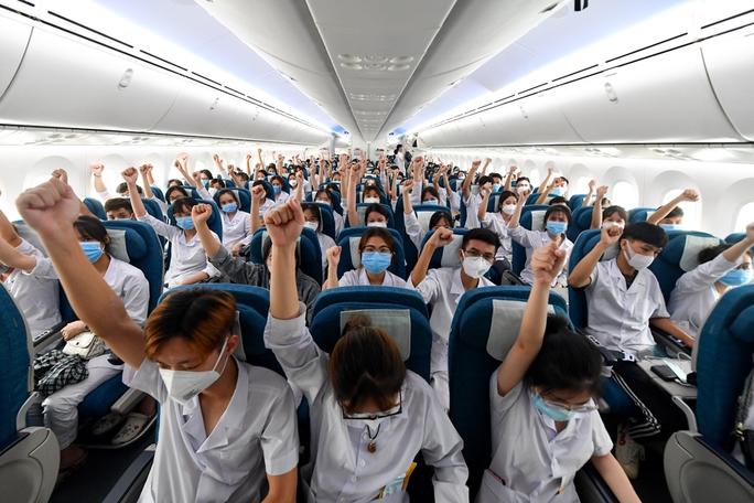 Hơn 300 cán bộ, sinh viên Hải Dương đến chi viện TP HCM chống dịch - Ảnh 11.