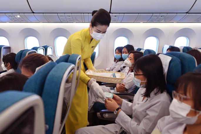 Hơn 300 cán bộ, sinh viên Hải Dương đến chi viện TP HCM chống dịch - Ảnh 12.