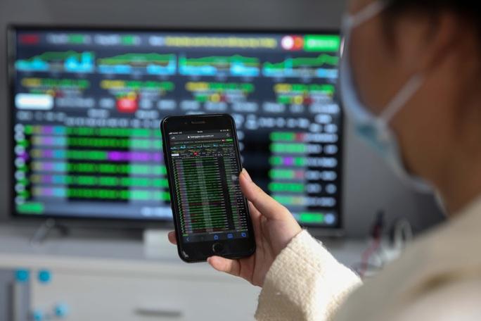 VN-Index vượt 1.400 điểm, cổ phiếu chứng khoán bùng nổ ngày đầu tháng 7 - Ảnh 1.