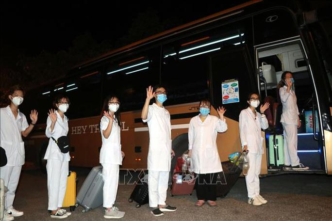 Hơn 300 cán bộ, sinh viên Hải Dương đến chi viện TP HCM chống dịch - Ảnh 1.