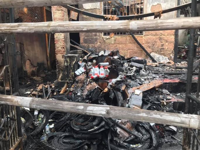 Cháy nhà ở Quảng Nam, thiệt hại tiền tỉ - Ảnh 2.