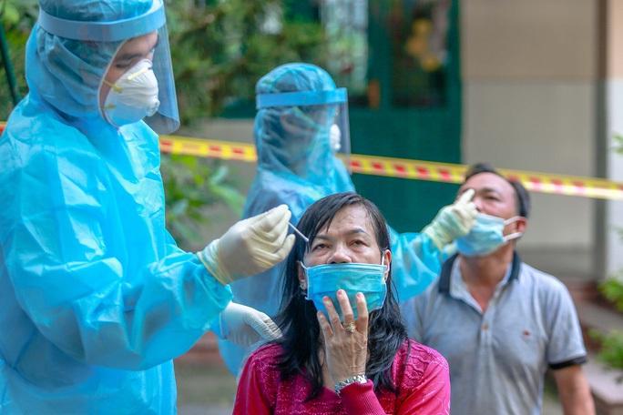 TP HCM: 200 người mắc Covid-19 ở Bình Chánh đã vào bệnh viện dã chiến - Ảnh 1.