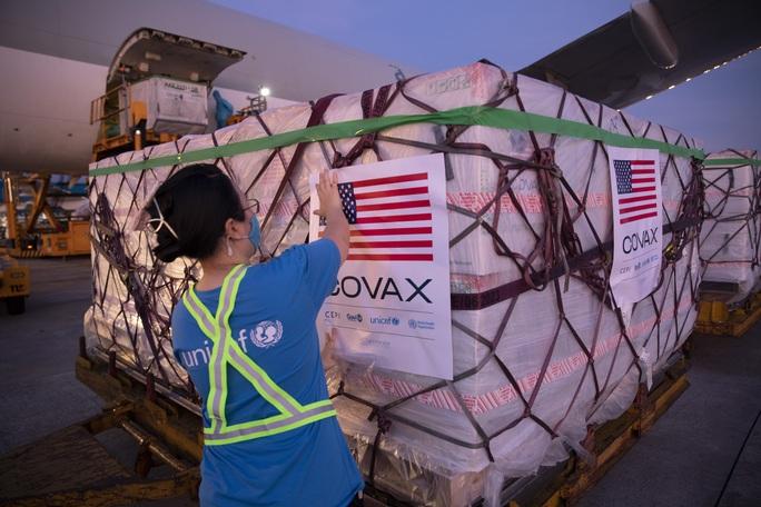 Hơn 2 triệu liều vắc-xin Moderna về đến Việt Nam - Ảnh 3.