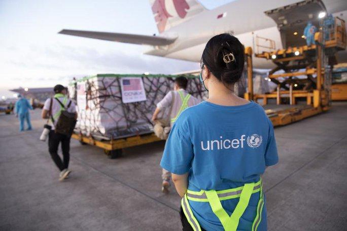 Hơn 2 triệu liều vắc-xin Moderna về đến Việt Nam - Ảnh 6.