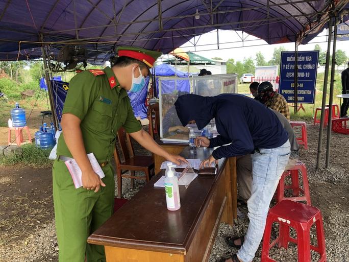 Quảng Nam: Quán cà phê, đám tang, chợ phải thiết lập điểm khai báo y tế điện tử - Ảnh 2.