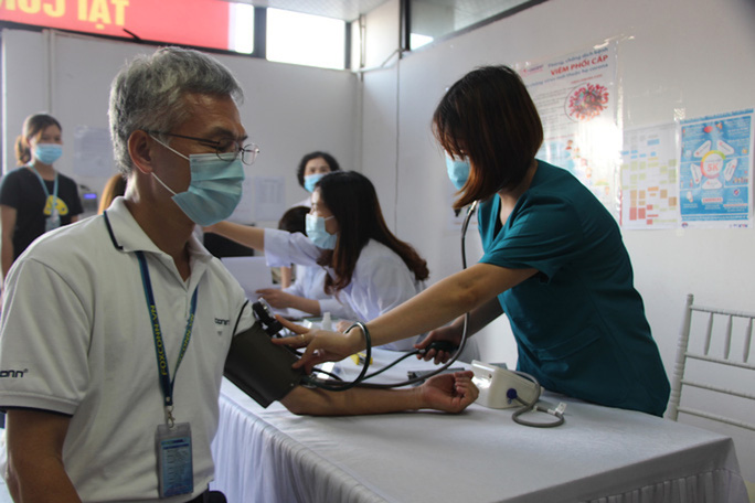 Cảnh báo giả mạo nhân viên y tế để lừa đảo - Ảnh 1.