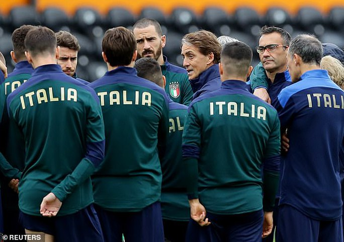3 ca nhiễm Covid-19 khiến tuyển Ý lo sốt vó trước chung kết Euro - Ảnh 3.