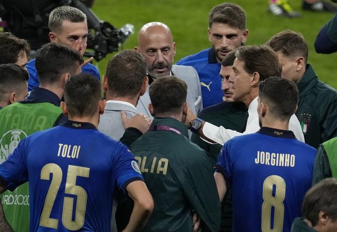 3 ca nhiễm Covid-19 khiến tuyển Ý lo sốt vó trước chung kết Euro - Ảnh 4.