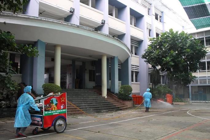 TP HCM: Sẵn sàng trưng dụng trường học làm nơi cách ly - Ảnh 1.