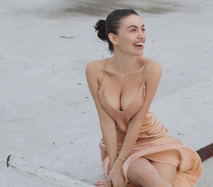 Hoa hậu gây sốt vì quá giống Angelina Jolie - Ảnh 13.