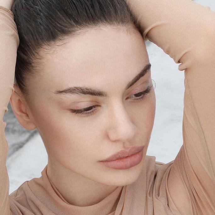 Hoa hậu gây sốt vì quá giống Angelina Jolie - Ảnh 7.