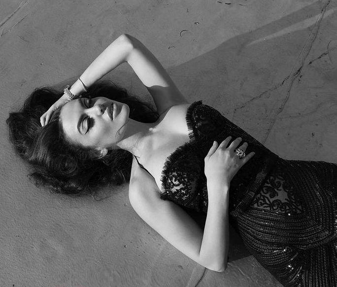 Hoa hậu gây sốt vì quá giống Angelina Jolie - Ảnh 12.