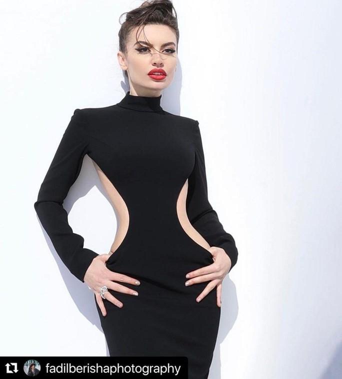 Hoa hậu gây sốt vì quá giống Angelina Jolie - Ảnh 3.
